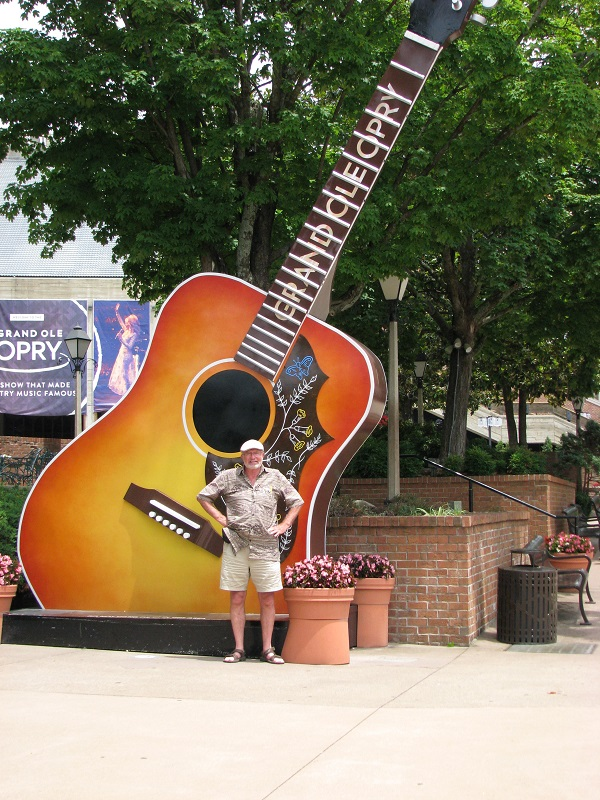 Grand Ole Opry outside bob